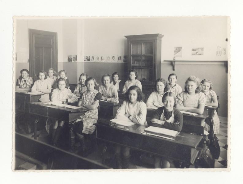 Klasfoto in een stadsschool te Brussel, ca. 1941. Mechelen, Kazerne Dossin