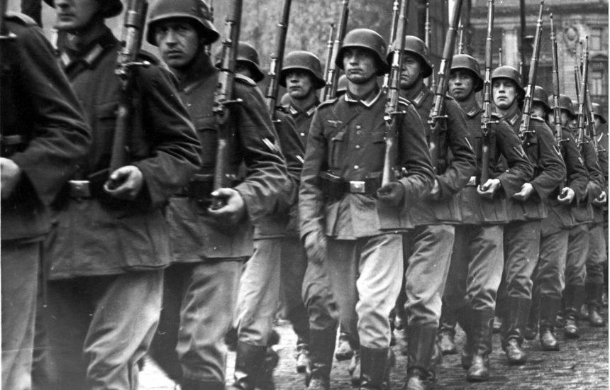 Duitse soldaten defileren in Brussel in 1940. Brussel, CegeSoma