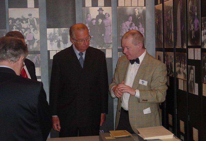 Op 7 mei wordt het Joods Museum van Deportatie en Verzet (JMDV) plechtig ingehuldigd door Koning Albert II. Mechelen, JMDV / Kazerne Dossin