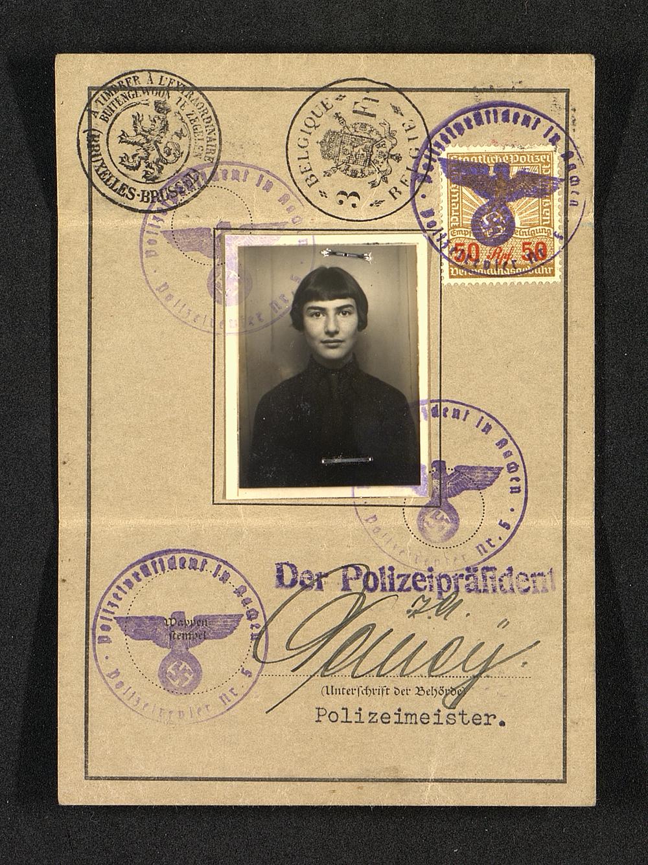 Identity card of Brigitte Jacobsberg